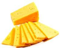 Rebanadas del queso en el recorte blanco del fondo fotos de archivo