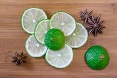 Rebanadas verdes de la cal con anís de estrella Fotografía de archivo libre de regalías