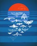 Rebanho dos pássaros, do sol vermelho e do mar azul, por do sol, horizonte, fundo geométrico abstrato Ilustração do vetor, projet ilustração stock