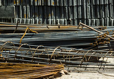 Rebar φραγμοί χάλυβα, συγκεκριμένοι φραγμοί ενίσχυσης με τη ράβδο καλωδίων Στοκ Φωτογραφία