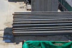 Rebar de aço em um canteiro de obras em um canteiro de obras Foto de Stock Royalty Free