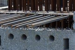 Rebar de acero en un emplazamiento de la obra en un siter de la construcción imagenes de archivo