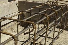 Rebar en vormen die voor beton wordt gebonden Royalty-vrije Stock Afbeelding