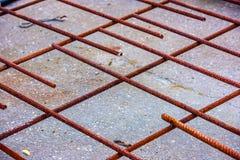 Rebar oxidado preparado para o derramamento concreto foto de stock