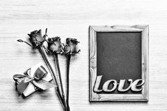 Rebecca 36 Boîte-cadeau fait maison de coeurs de fond de jour du ` s de Valentine et cadre rouge avec l'espace libre pour le text Images stock
