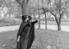 Rebecca 36 Het meisje in het masker en de mantel van haar hand Royalty-vrije Stock Afbeeldingen