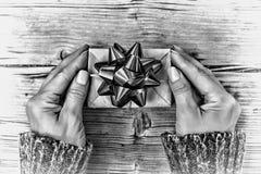 Rebecca 36 Navidad Año Nuevo Día del `s de la tarjeta del día de San Valentín regalo, adornado, espacio de la copia, arco rojo, v Imágenes de archivo libres de regalías