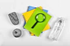Rebecca 6 Noir Zurück zu Schule-Konzept Schulsnack Lunchbox, Briefpapier, freier Raum für Text Kopieren Sie Platz Stockfoto