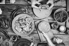 Rebecca 36 Voedsel, partij, hamburger, bbq, lijst, bovenkant, mening, gebraden gerechten, barbecue, brunch, viering, dinerlijst Stock Afbeelding