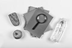 Rebecca 6 Zurück zu Schule-Konzept Schulsnack Lunchbox, Briefpapier, freier Raum für Text Kopieren Sie Platz Stockfotografie