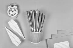 Schullehrer Oder Student, Die Einen Stundenplan Zeichnen Vektor ...