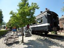Rebecq Belgien - Juli 10th 2018: Restaurang i en gammal järnväg vagn i Rebecq Arkivfoton