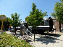 Rebecq Belgien - Juli 10th 2018: Restaurang i en gammal järnväg vagn i Rebecq Royaltyfria Foton