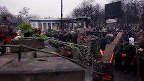 Rebeldes nas barricadas video estoque
