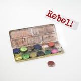 Rebell! Begrepp som göras ut ur gouacheuppsättning Text i fokus Royaltyfria Foton