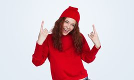 Rebellenhipstervrouw in rode uitrusting royalty-vrije stock foto's