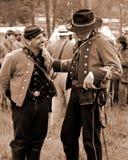 """Rebellenoffiziere, die am Rebellenlager am """"Battle von Libertyâ€- - Bedford, Virginia sprechen Lizenzfreies Stockfoto"""