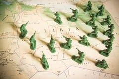 Rebelles comme envahisseurs sur le territoire de la Libye images libres de droits