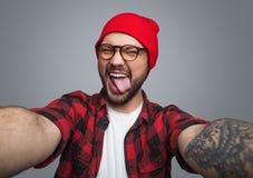 Rebellisk hipstergrabb som tar selfie arkivfoton