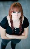 Rebels tienermeisje met rood haar Stock Afbeelding