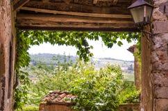 Rebgassenpergola im alten Haus, Toskana, Italien - August 2016 Lizenzfreie Stockfotos
