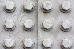 Rebites oxidados velhos em grandes placas de aço de corrosão de um trem e foto de stock royalty free