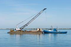 Rebocador e barca Fotos de Stock
