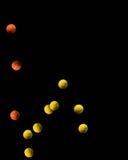 Rebondissement des billes de tennis images libres de droits