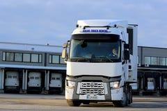 Reboque de Renault Trucks T semi pronto para transportar Fotografia de Stock