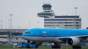 Reboque do avião antes da partida filme