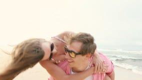 Reboque novo de sorriso dos pares na praia filme