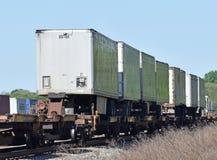 Reboques do reboque em um trem foto de stock