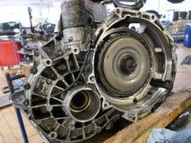Recambio de un motor de coche Fotografía de archivo