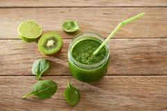 Receita de limpeza do suco verde da desintoxicação Fotografia de Stock