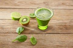 Receita de limpeza do suco verde da desintoxicação Fotos de Stock