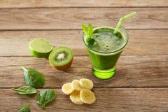 Receita de limpeza do suco verde da desintoxicação Imagem de Stock