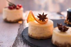 Receita tradicional do bolo do inverno do bolo de queijo do Natal Fatia do bolo de queijo fotografia de stock