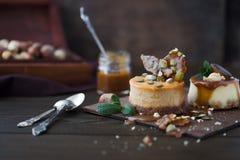 Receita tradicional do bolo do inverno do bolo de queijo do Natal Fatia do bolo de queijo foto de stock