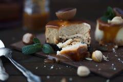 Receita tradicional do bolo do inverno do bolo de queijo do Natal Fatia do bolo de queijo foto de stock royalty free