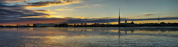 Recente daling over Neva in St. Petersburg Royalty-vrije Stock Foto's
