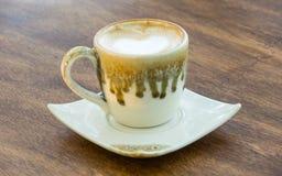 Recente koffie op de houten lijst Stock Foto