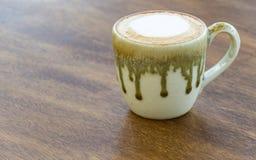 Recente koffie op een lijst Royalty-vrije Stock Foto's