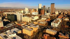 Recente Middag Denver Colorado Downtown Skyline Highway stock video