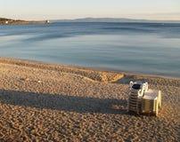 Recente middag op het strand op zee Stock Fotografie