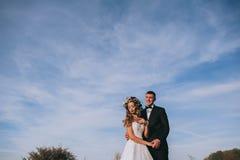 Recentemente coppia sposata felice fotografie stock libere da diritti