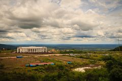 Recentemente costruzione dell'hotel di località di soggiorno del casinò a Chong Arn Ma, valico di frontiera della Tailandese-Camb fotografia stock