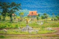Recentemente costruzione dell'hotel di località di soggiorno del casinò a Chong Arn Ma, valico di frontiera della Tailandese-Camb immagini stock
