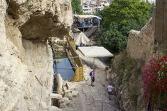 The recently discovered ancient Pool of Siloam in Jerusalem close to the exit from Hezekiah`s Tunnel. 8 May 2018 The recently discovered ancient Pool of Siloam stock photography