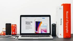 Recentste iPhone 8 en 8 plus met truetone van de retina hd vertoning stock fotografie