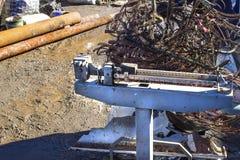 Recepção da sucata de metal ferrosa nas escalas foto de stock